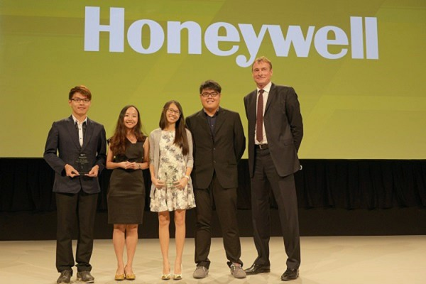 UniSim_Student_Winners_EMEA_HUG