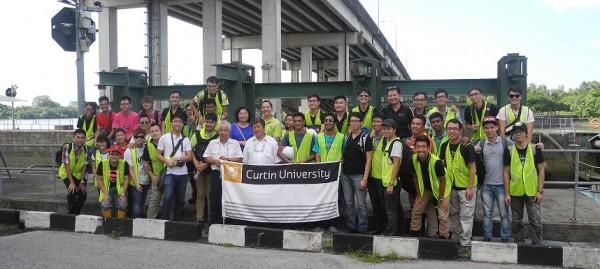 CROPPED Group photo at Kuching Barrage and Shiplock