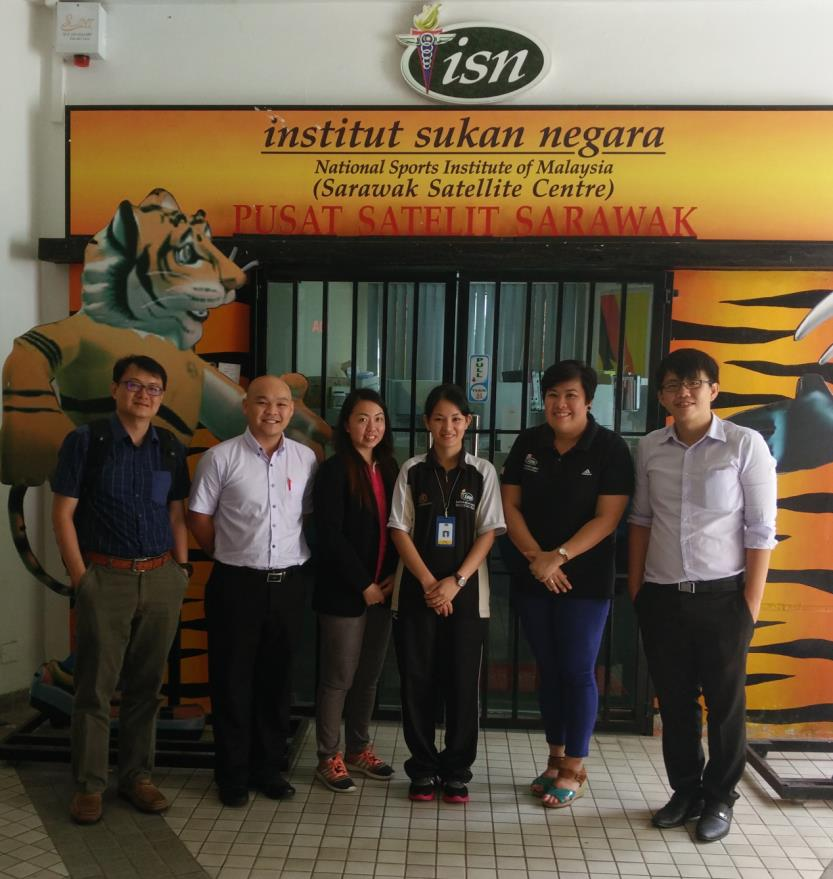 dr-lim-far-right-with-other-curtin-sarawak-staff-and-isn-representatives